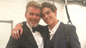 Bangganya Pierce Brosnan Lihat Anak Tampil di NY Fashion Week