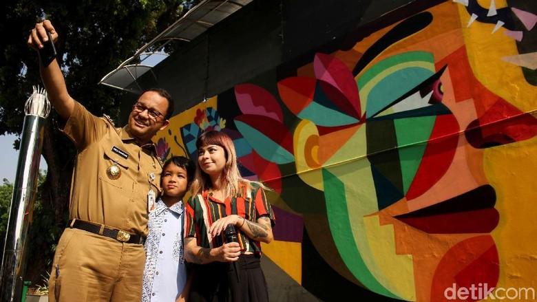 LeDania Senang Gubernur Anies Ajak Putranya ke Peresmian Mural di TIM Foto: Rifkianto Nugroho