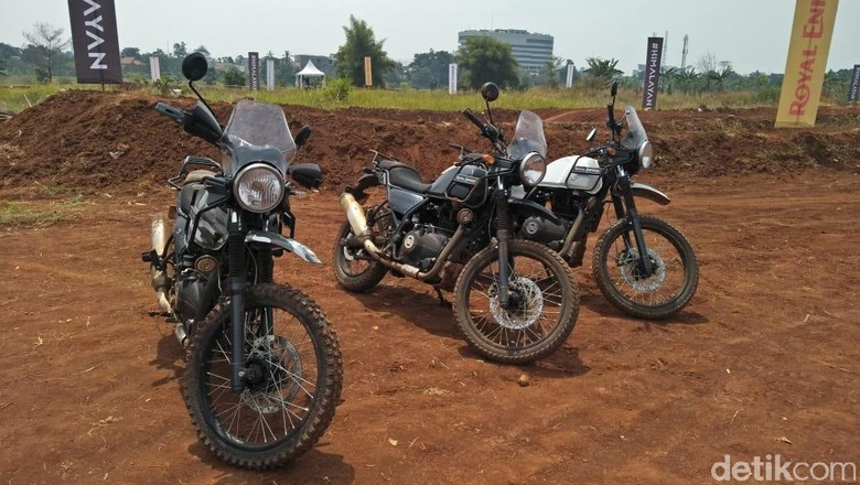 Royal Enfield menggelar test ride motor Himalayan di Pondok Aren, Tangerang Selatan, Banten