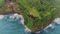 Gunung Sewu ditetapkan menjadi kawasan geopark dinia pada 2015 oleh UNESCO. Pegunungannya membenyang di sepanjang pantai selatan Kabupaten Gunungkidul, Kabupaten Wonogiri hingga Kabupaten Tulungangung.(Youtube/BADAN GEOLOGI INDONESIA)