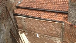 Perjuangan Pak Eko Cari Solusi Rumahnya yang Diblokade Tetangga