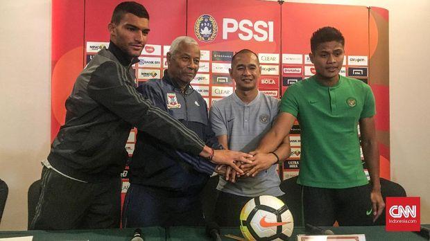 Kurniawan Dwi Yulianto (kedua dari kanan) menjadi salah satu asisten pelatih Timnas Indonesia dalam laga menghadapi timnas Mauritius.