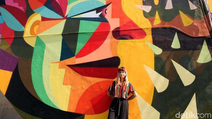 Lebih Dekat dengan Ledania, Seniman Cantik yang Muralnya Diresmikan Anies