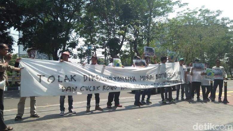 Aktivis Demo KLHK Coret Murai Batu-Cucak Rawa dari Hewan Dilindungi