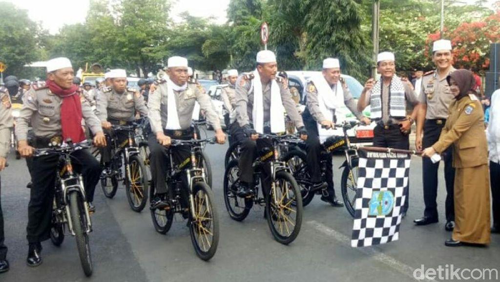 Polisi Bersorban Ikut Pawai Tahun Baru Islam di Banjar