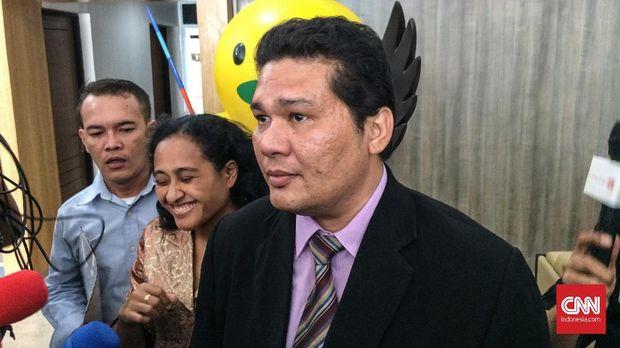 Pengacara Roy Suryo Tigor Simatupang di Kemenpora, Senin (10/9).