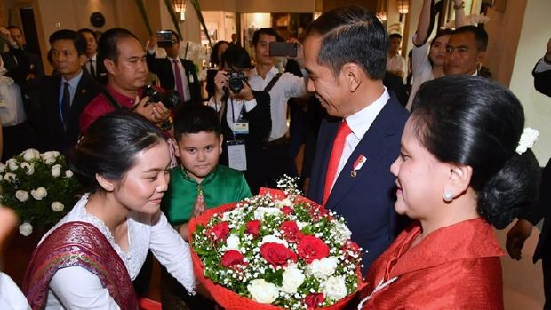 Jokowi tiba di Vietnam