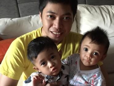 Rasyid sering menghabiskan waktu bareng keponakan laki-lakinya, antara lain Airlangga dan Amansa. (Foto: Instagram/ @rasyidrajasa)