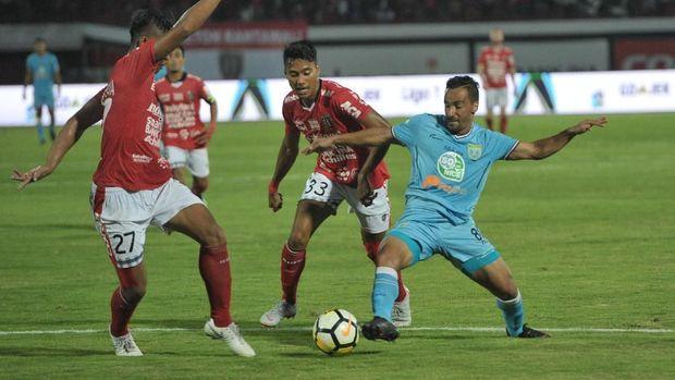 Bali United tengah mencari pelatih baru usai mundurnya Widodo C. Putro.