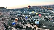 Naik Balon Udara di Turki, Pemandangannya Menakjubkan