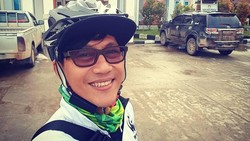 Menginjak usia 47 tahun, Duta Ayo Olahraga 2017 ini masih aktif di musik dan pelestarian lingkungan. Rahasianya? Rajin naik sepeda salah satunya.