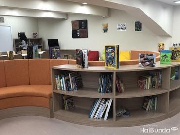 Ruang perpustakaannya nyaman banget deh.