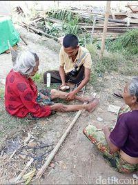 Puting Beliung Robohkan Tenda Pengungsi di Lombok
