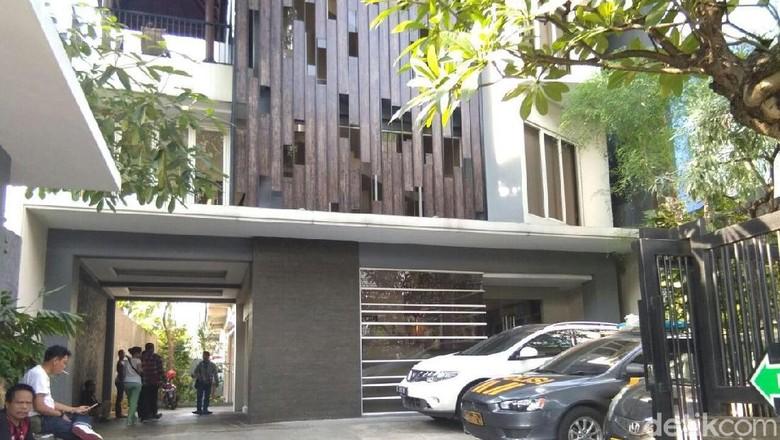 Sebelum Tewas, TFA ke Tendean Residence Bersama Wanita