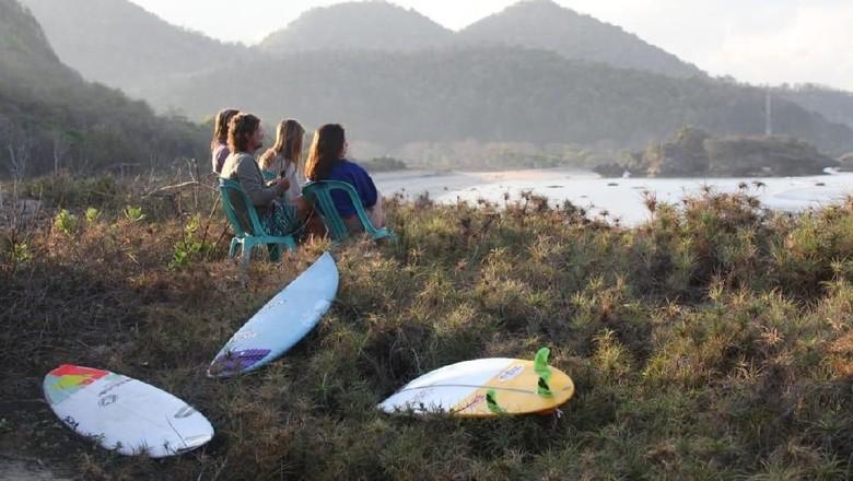 Surfing di Indonesia (Dok. Kemenpar)