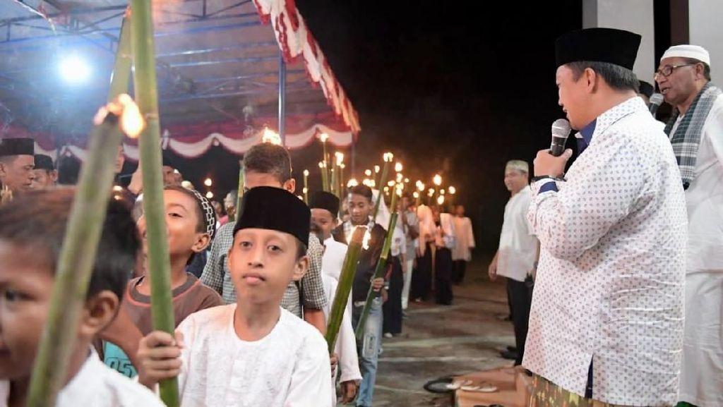 Menpora Ikut Pawai Obor Kebangsaan 1 Muharam di Halmahera Tengah