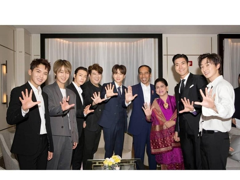 Senyum Semringah Super Junior Foto Bareng Jokowi