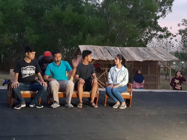 Foto: Gladi kotor para pemain teater Bumi Manusia (Arif Syaefudin/detikHOT))