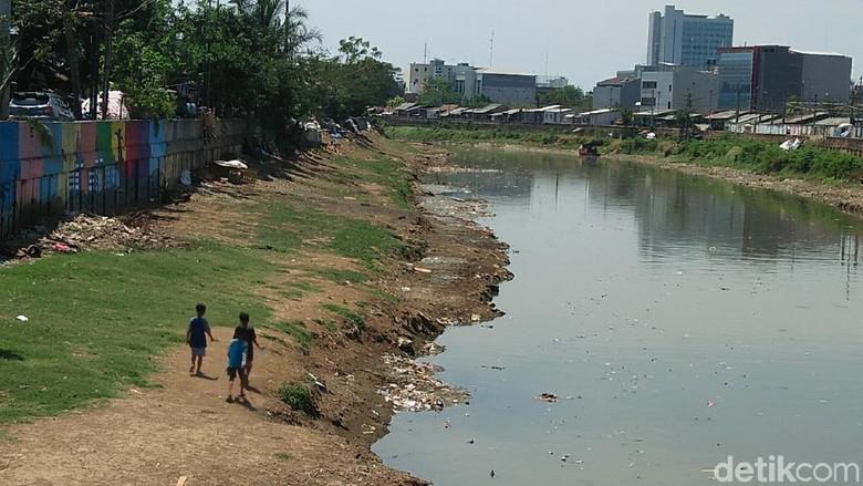 Melihat Ciliwung yang Diinginkan Jokowi Seperti Sungai di Seoul