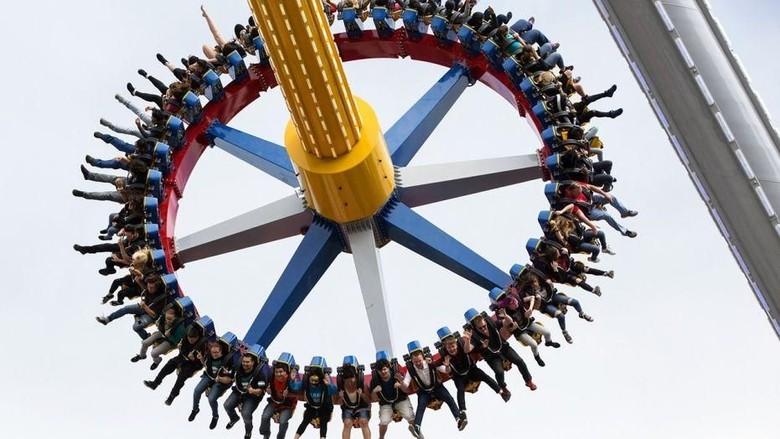 Wahana pendulum di Amerika Serikat (Six Flags)