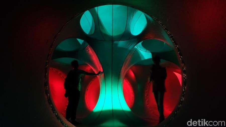 Terhipnotis Labirin Balon Raksasa di Tengah Mal Taman Anggrek