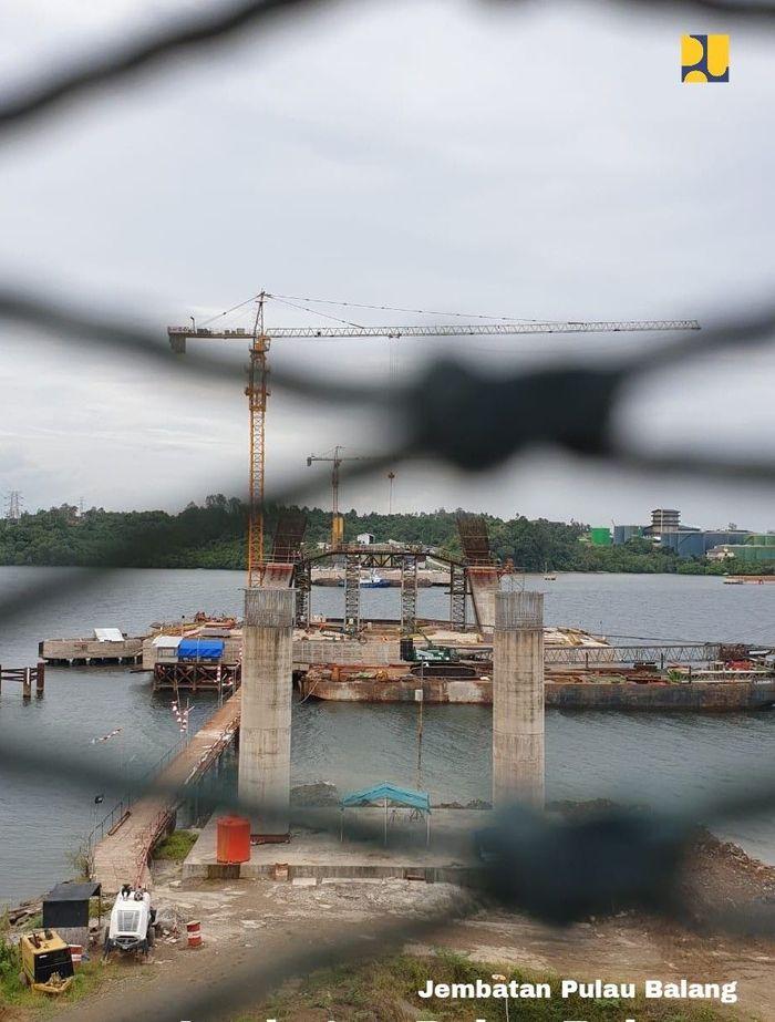 Hingga awal September 2018, progres fisik dari Jembatan yang dikerjakan sejak September 2015 sudah mencapai 58,23% dengan target rampung pada bulan November 2019. Dok. Kementerian PUPR.