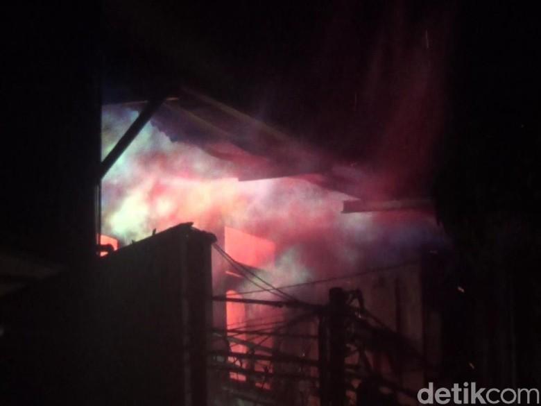 Ayah dan Anak Tewas Dalam Kebakaran Ruko di Makassar