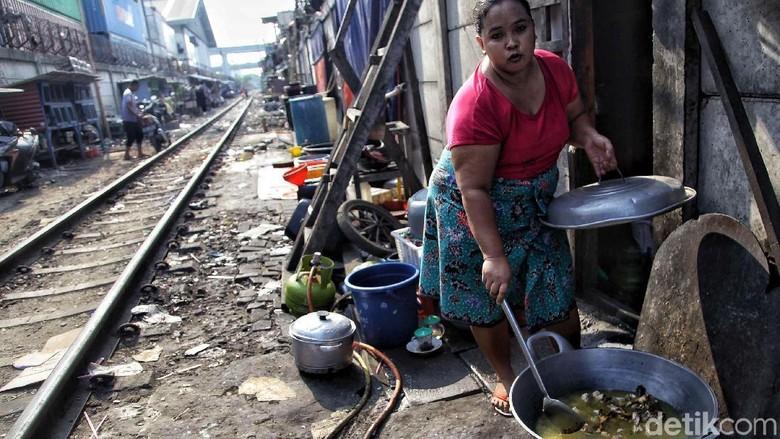 Potret Permukiman yang Tak Pernah Hilang dari Pinggir Rel Jakarta