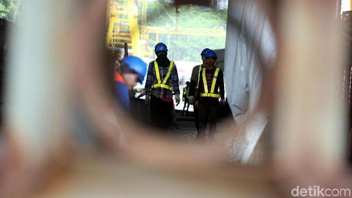 PT Adhi Karya Departemen Light Rail Transit (LRT) melalui pabrik precast terus meningkatkan kapasistas produksi.
