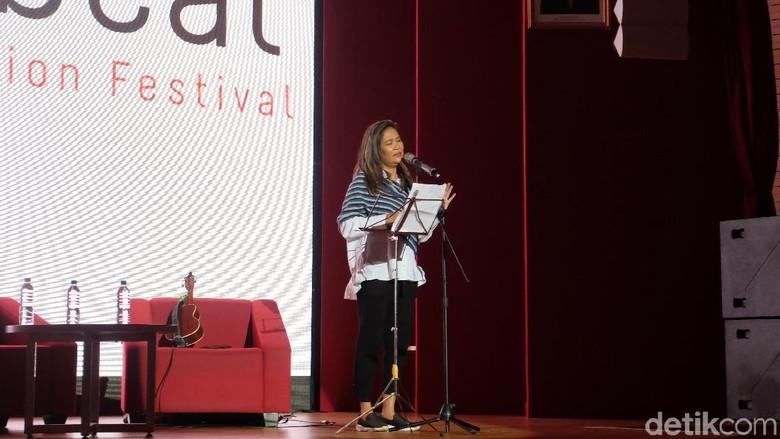 Oppie Andaresta Buat Puisi Joko Pinurbo Makin Bermakna