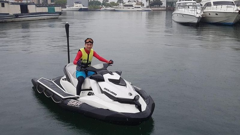 Kevin Sanjaya bersama pasangannya, Marcus Gideon baru saja memenangkan Japan Open 2018. Selain jago main tepok bulu, The Minions ini juga hobi main jet ski (Instagram/@kevin_sanjaya)