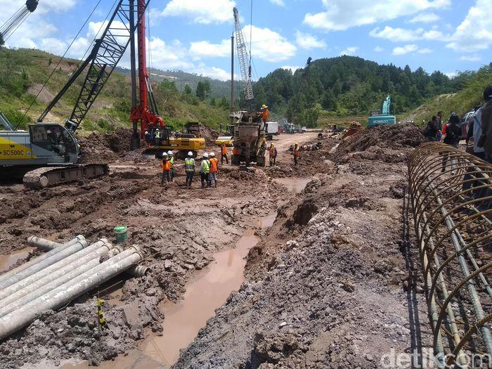 Pemerintah akan menggelontorkan Rp 500 miliar untuk menyelesaikan pembangunan bandara Buntu Kunik di Tana Toraja, Sulawesi Selatan.