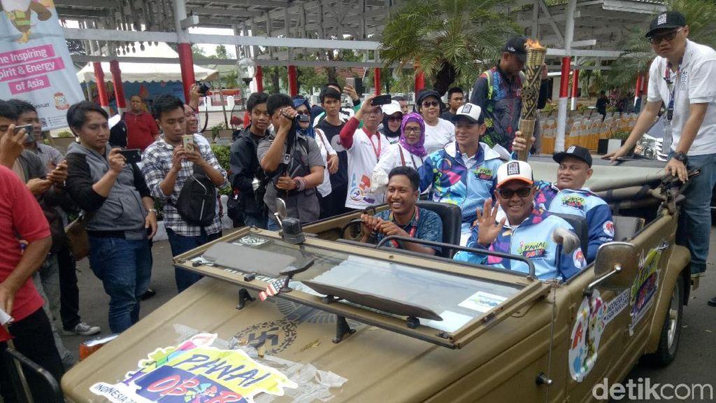 Menpar Takjub Sambutan Kirab Obor Asian Para Games di Makassar