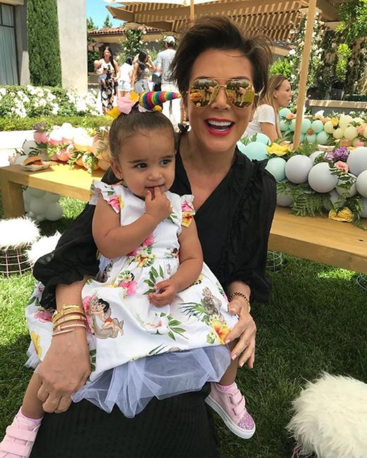 Kris bersama Dream Renee Kardashian, anak Rob Kardashian. (Foto: Instagram @krisjenner)