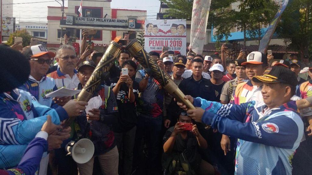 Kapolri Ramaikan Kirab Obor Asian Para Games 2018 di Makassar