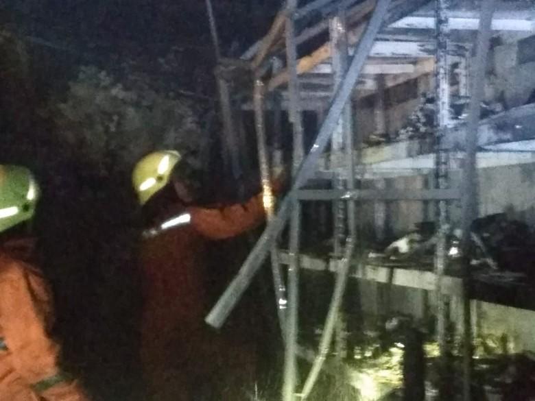 Gudang Minimarket di Kemayoran Terbakar, 15 Unit Damkar Padamkan Api