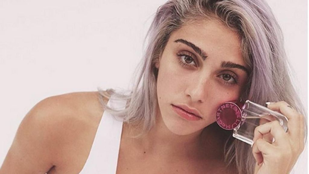 Jadi Model Catwalk, Putri Madonna Hanya Pakai Bra Rantai
