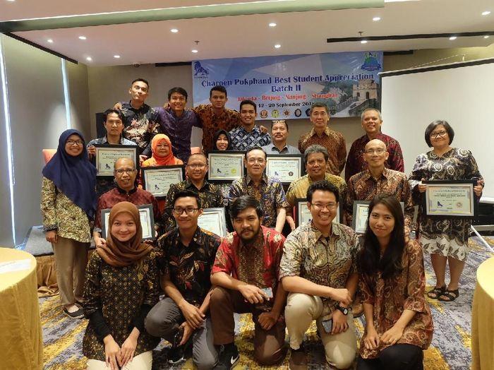 Peserta CPBSA Tahap II berfoto bersama jajaran direksi Charoen Pokphand Indonesia/Foto: Raras Prawitaningrum/detikcom