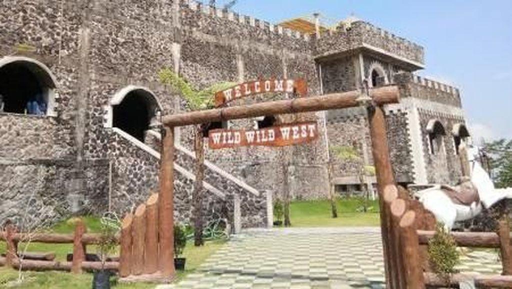 Sudah Main ke Istana di Kaki Gunung Merapi Ini?