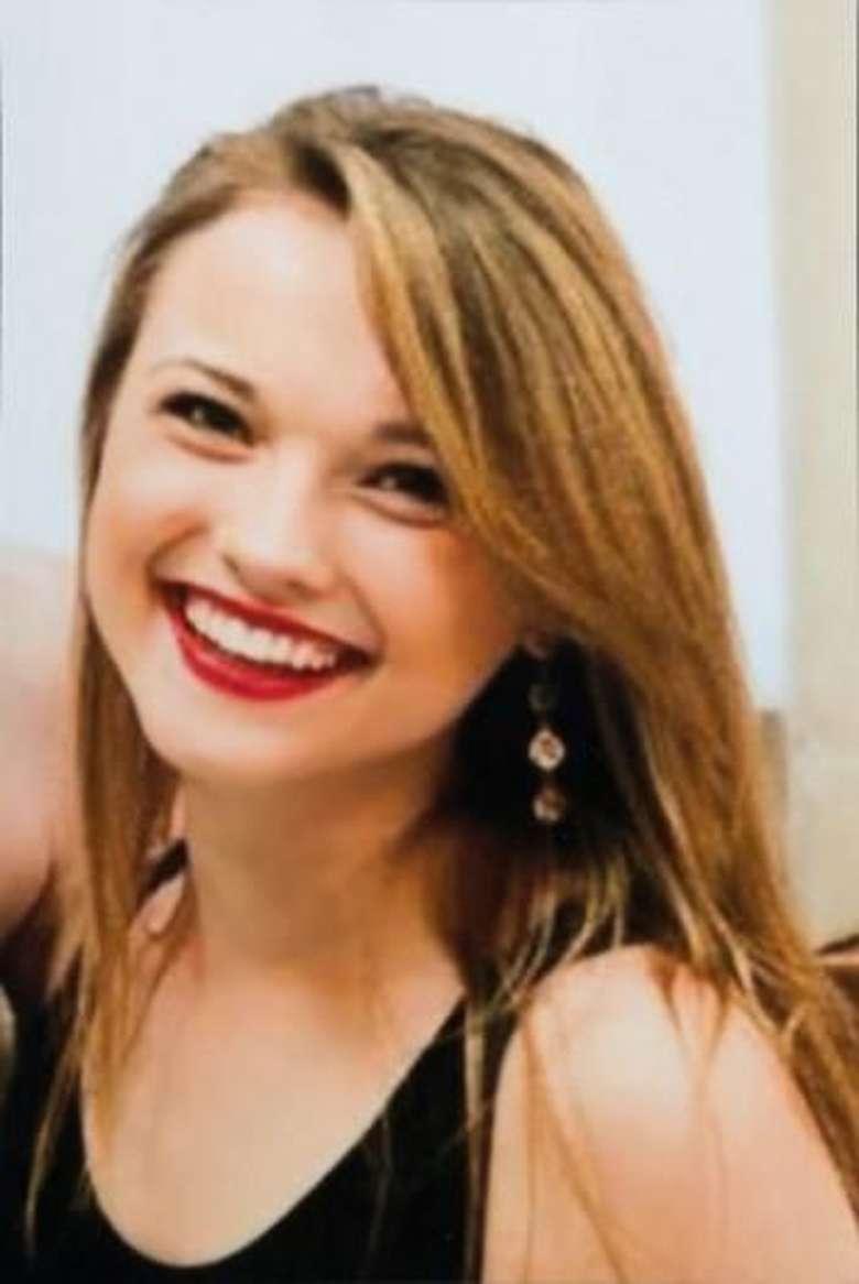 Di usia 18 tahun, Katie yang cemburu menduga kekasihnya selingkuh memutuskan ingin bunuh diri dengan menembakkan pistol. (Foto: National Geographic)