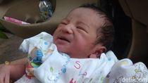 Bayi Terbungkus Selimut Ditemukan Pemulung, Kondisi Masih Hidup