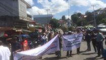 Demo soal Tanah Adat, Warga Blokade Jalan Sudirman Ambon
