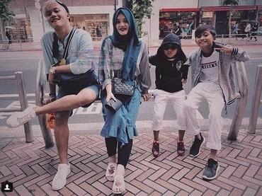 Kompaknya keempat anak Sule. Adem deh melihatnya. (Foto: Instagram @rizkyfbian)