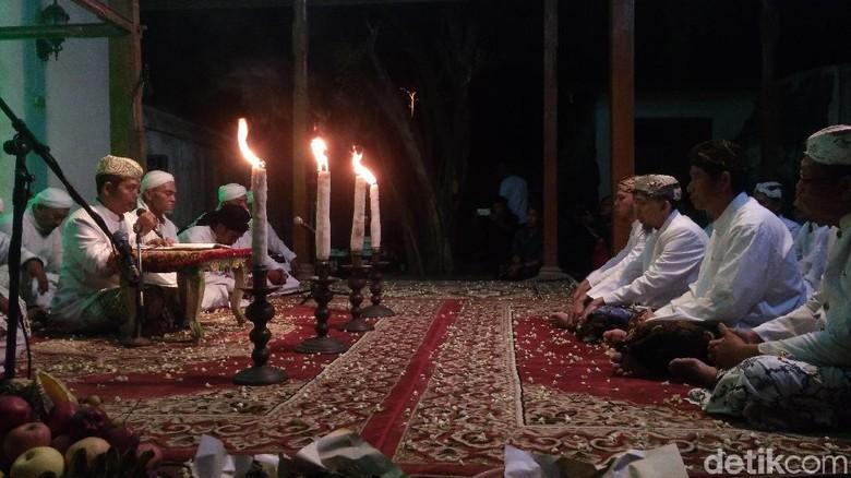 Hari Jadi Cirebon, Keraton Kanoman Gelar Ritual Pembacaan Babad