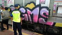Viral Gerbong KRL Wanita Dicorat-coret Bak Game Subway Surfers