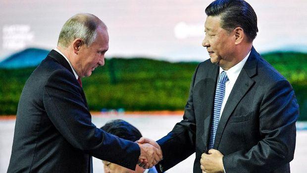 Presiden Rusia Vladimir Putin dan Presiden China Xi Jinping