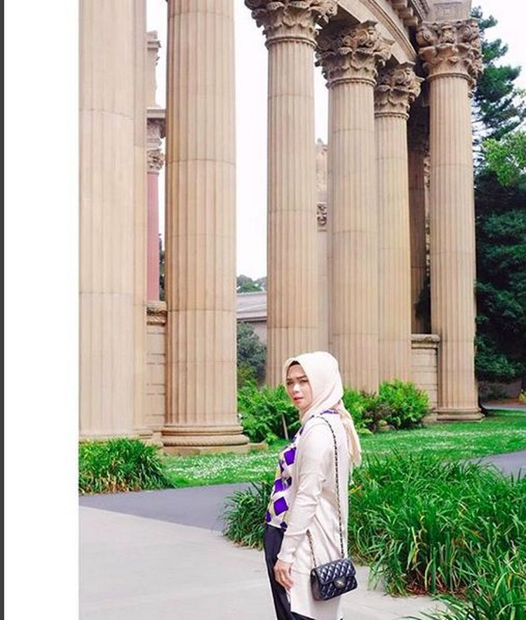 Sheza terlihat cantik ya, Bun. (Foto: Instagram @shezaidris)