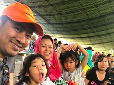 Jalan-jalan ke Ancol bisa jadi quality time keluarga Yenny Wahid lho. (Foto: Instagram/ @yennywahid)