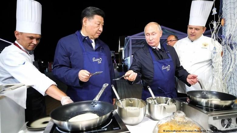 Rusia dan China Gunakan Mata Uang Sendiri Dalam Transaksi Perdagangan