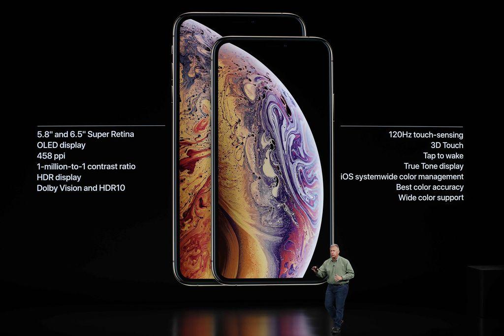 Philip W. Schiller, Senior Vice President Worldwide Marketing Apple, berbicara mengenai iPhone XS dan XS Max dalam acara peluncurannya di Steve Jobs Theatre di markas besar Apple. Foto: Reuters